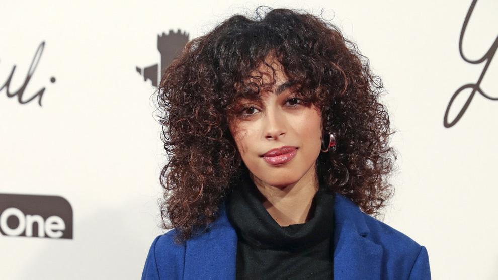 """Mina El Hammani, protagonista de la serie """"Élite"""" lleva una de las..."""