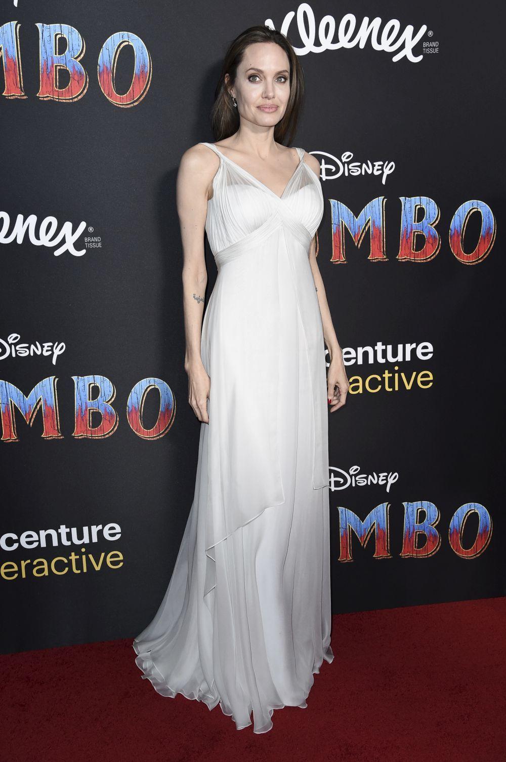 La actriz con el vestido de aire nupcial firmado por Atelier Versace...