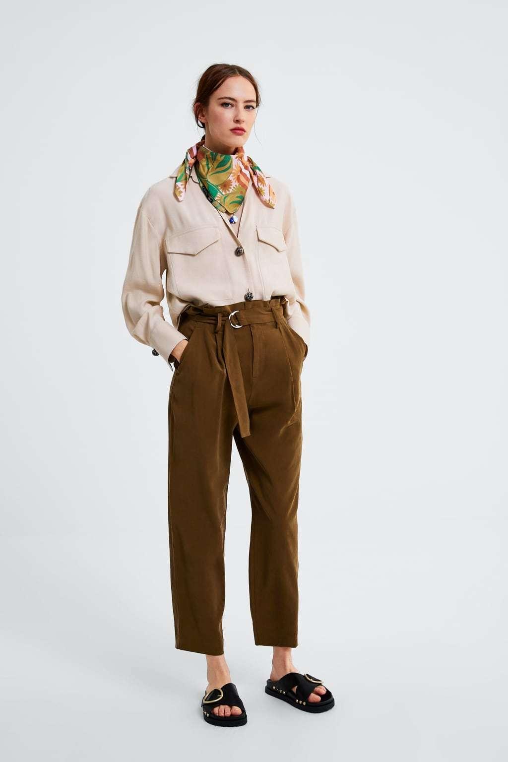 Camisa con bolsillos delanteros, de Zara (29,95 euros).