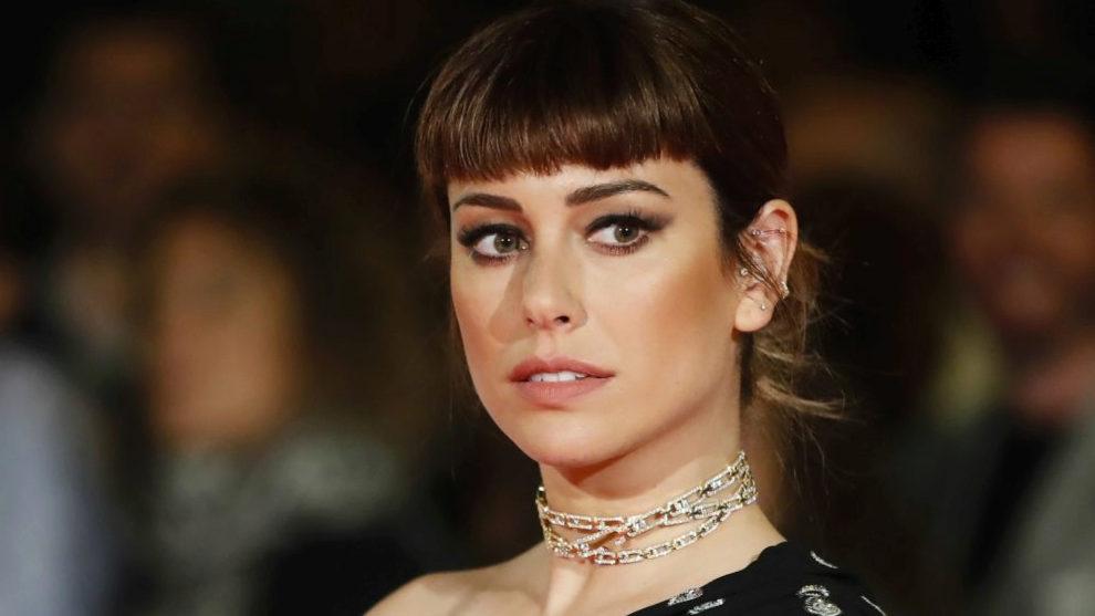 Blanca Suárez con falso flequillo y maquillaje bronce que esculpe el...