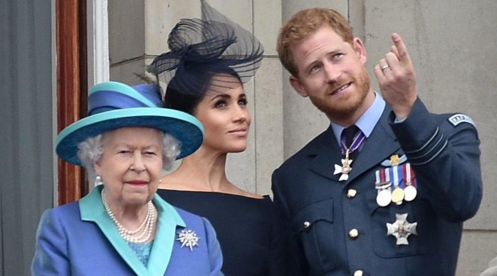 La reina juntos a los Duques de Sussex.