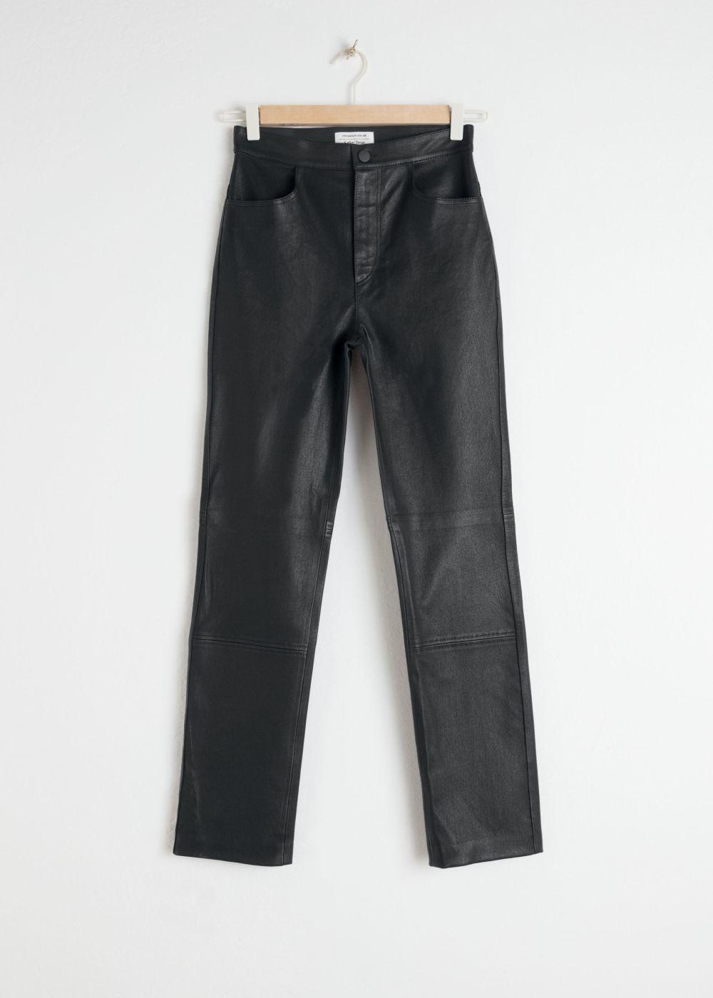 Pantalones de cuero de &Other Stores (295 euros).