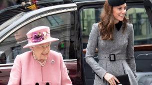 Isabel lI y Kate Middleton en Londres.