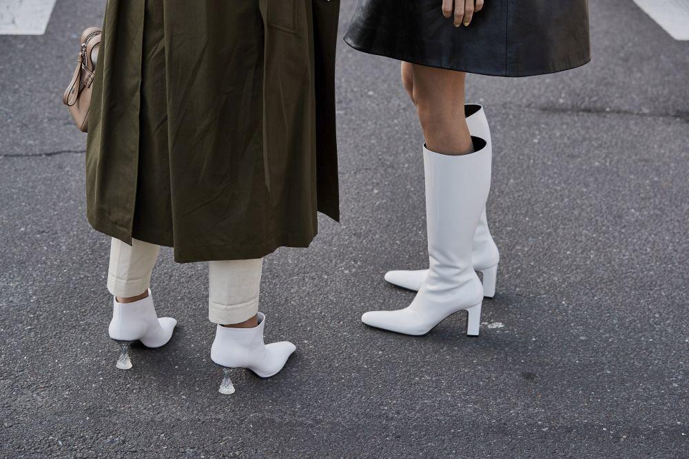 Esta primavera, ríndete a los botines blancos.
