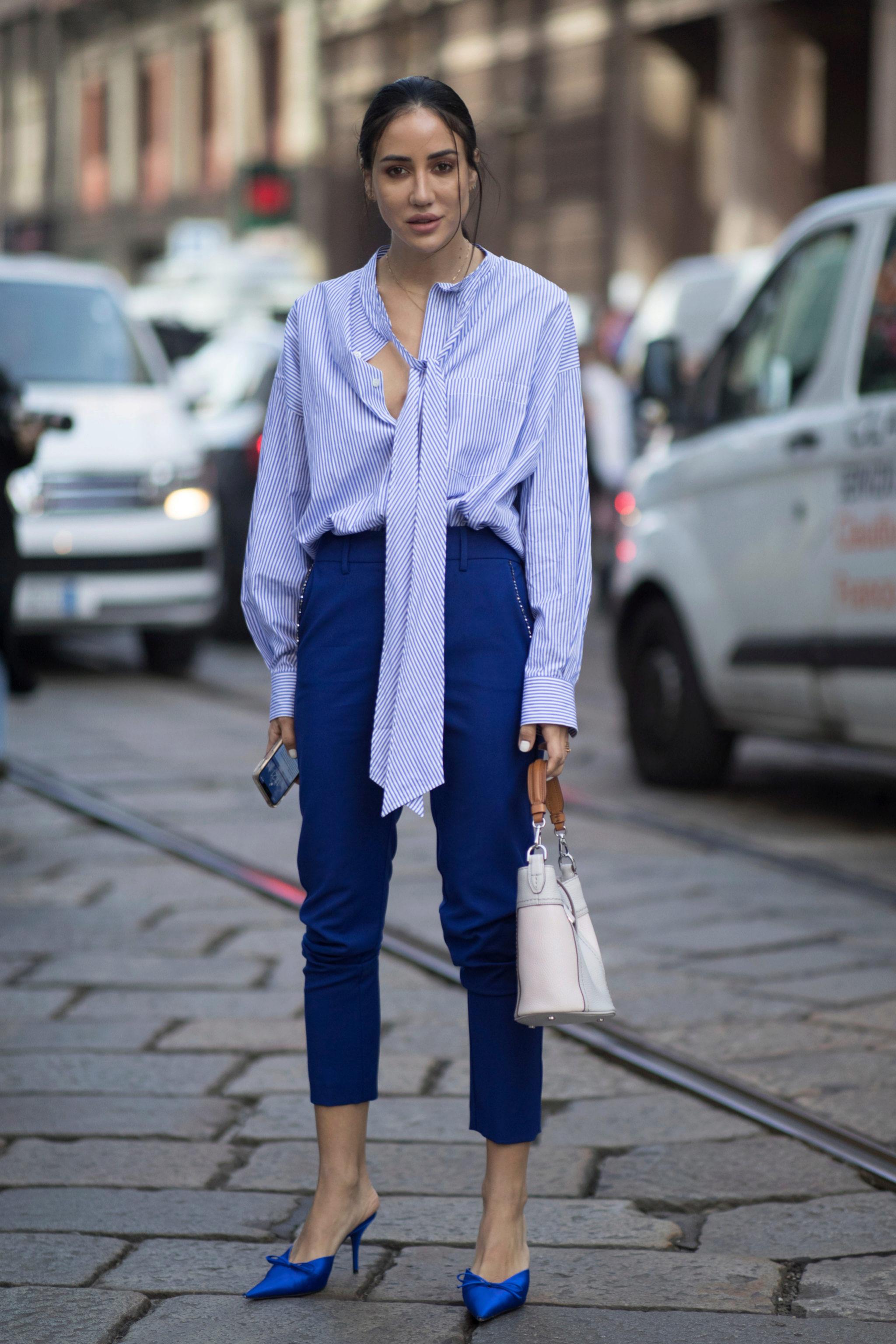 Pantalón pitillo, azul y bailarinas, un todo en uno con un toque clásico