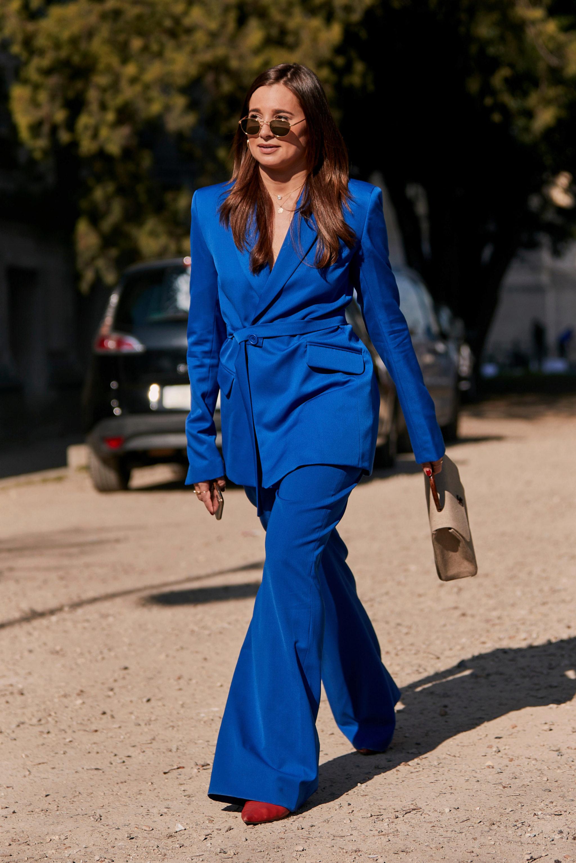 Los trajes de chaqueta también pueden (y deben) ser azules