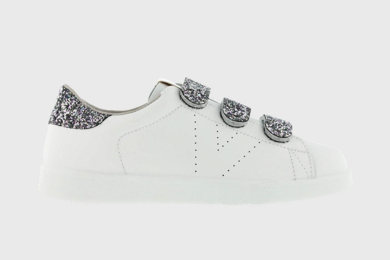Zapatillas con velcro y pequeños detalles de glitter de Victoria