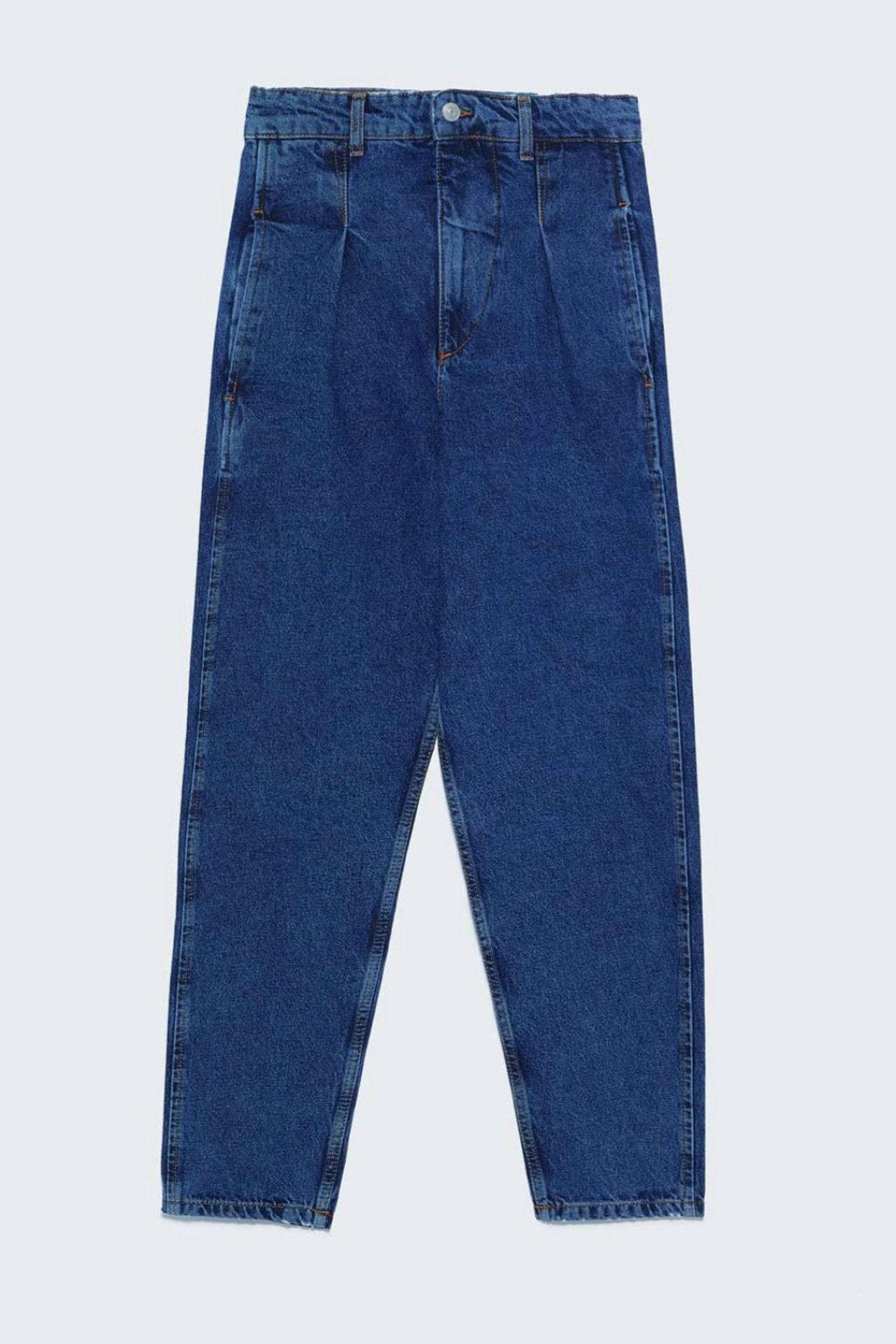 Jeans con detalle en el tiro de Zara