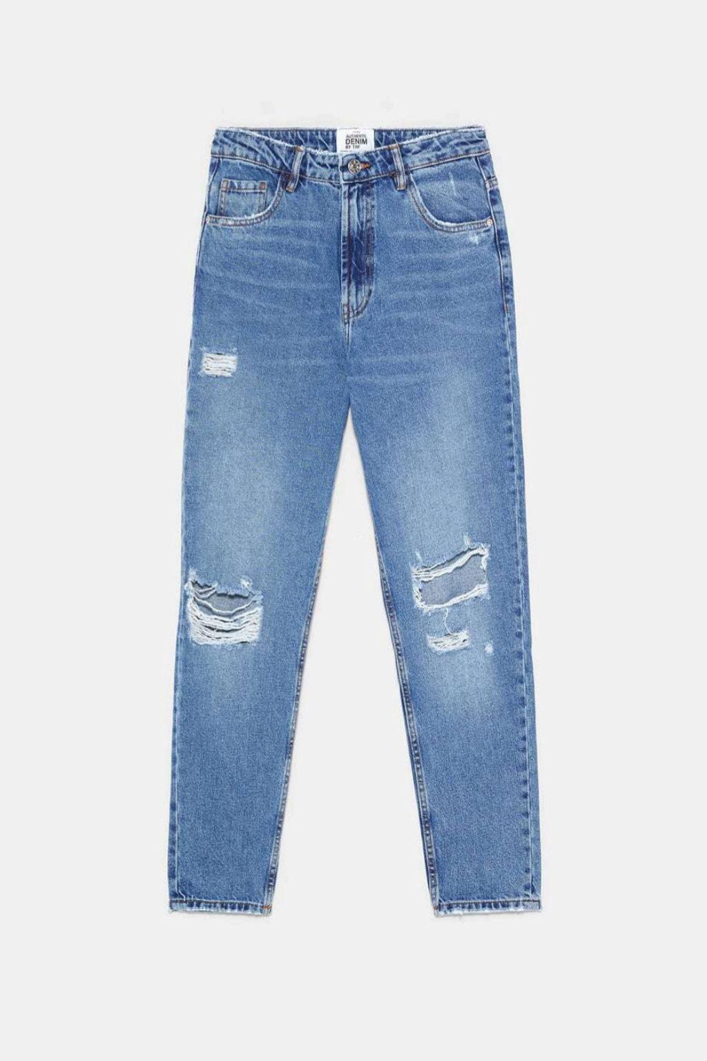 Jeans con rotos tipo mum de Zara