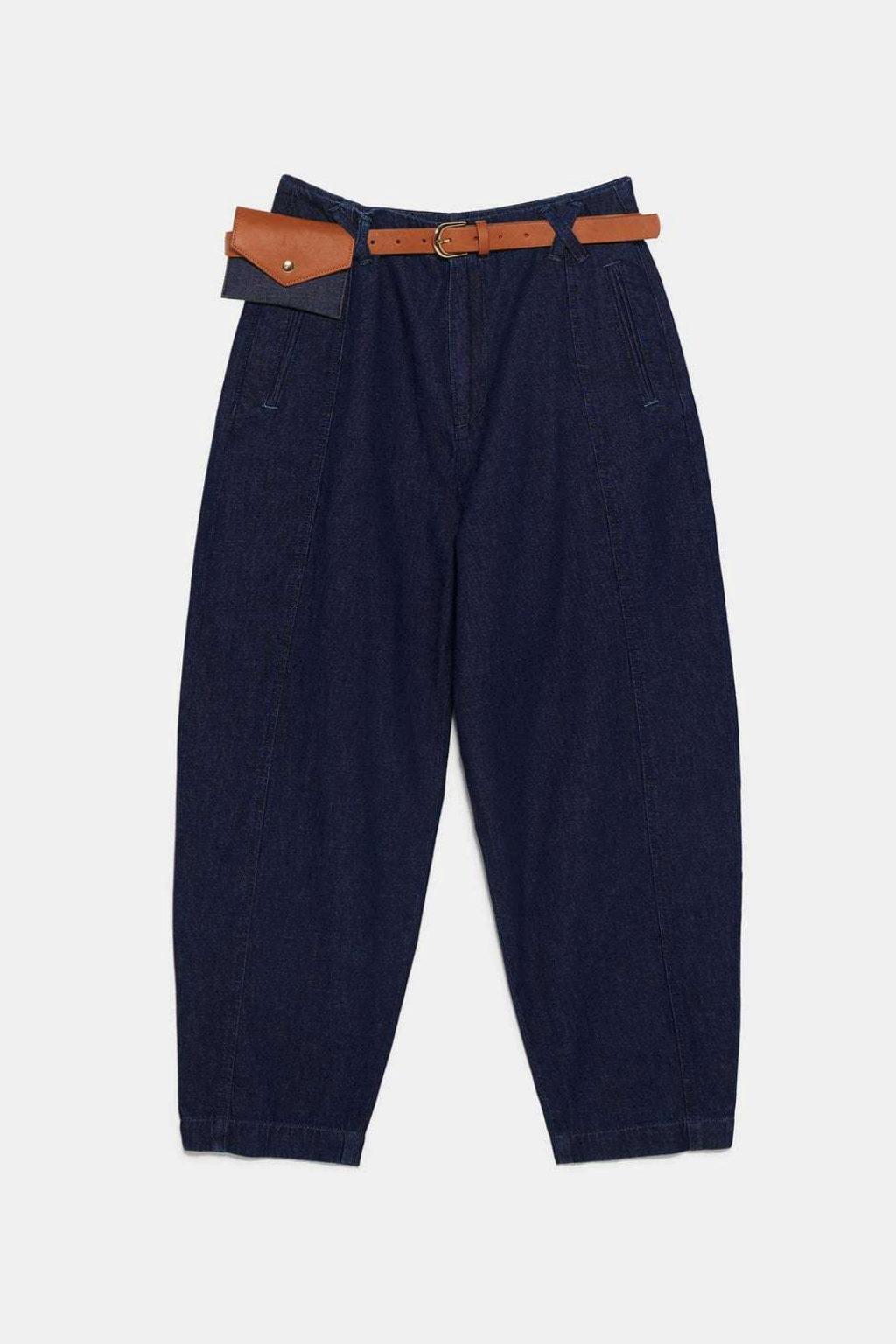 Jeans tipo baggy con riñonera de Zara