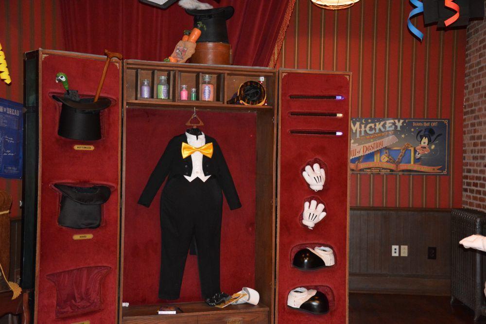 Mickey Mouse tiene más de 136 trajes diferentes.