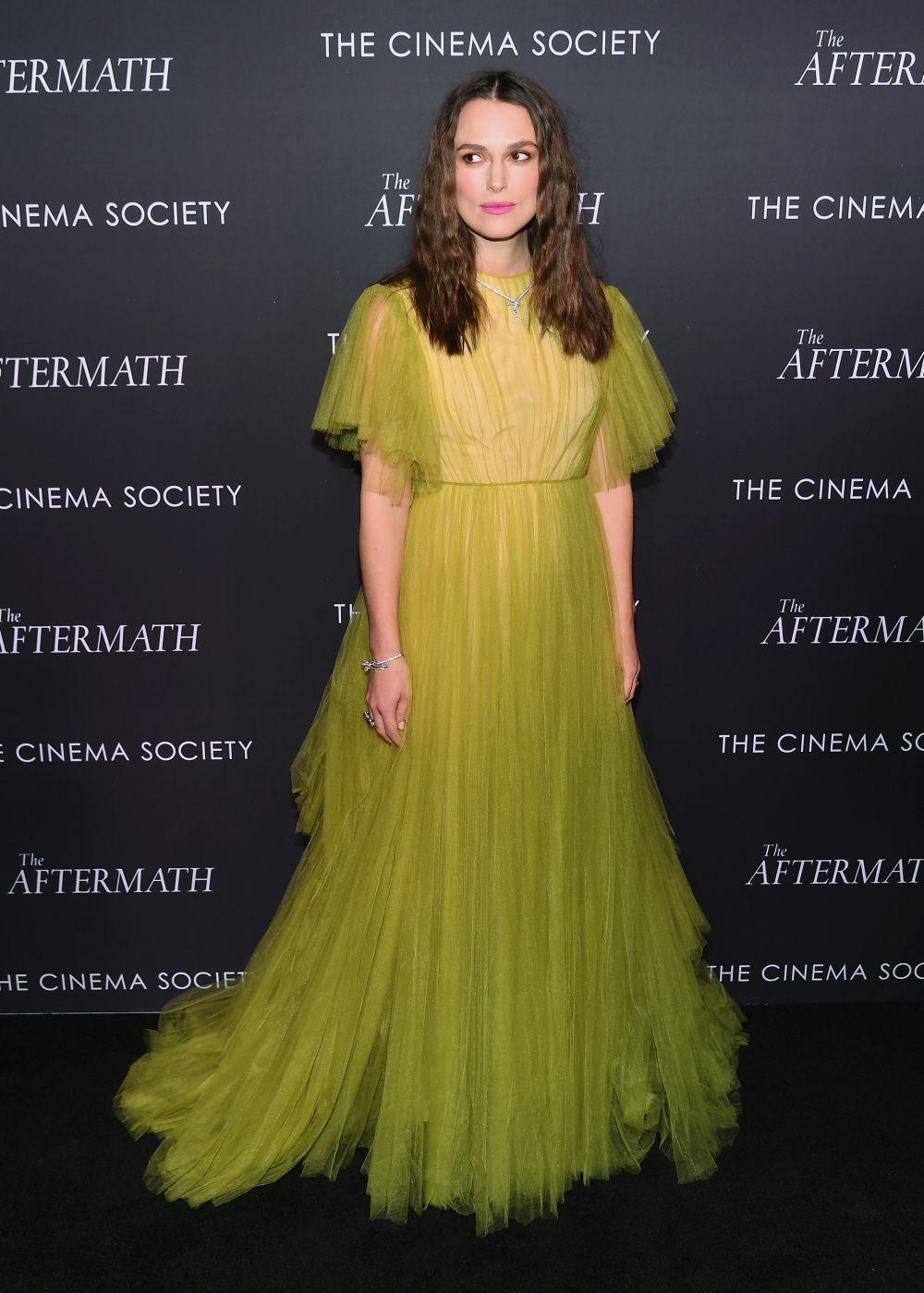 La actriz, con el Valentino en cuestión