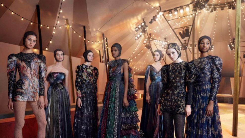 Las modelos de Dior en el interior de la carpa de circo en Dubai