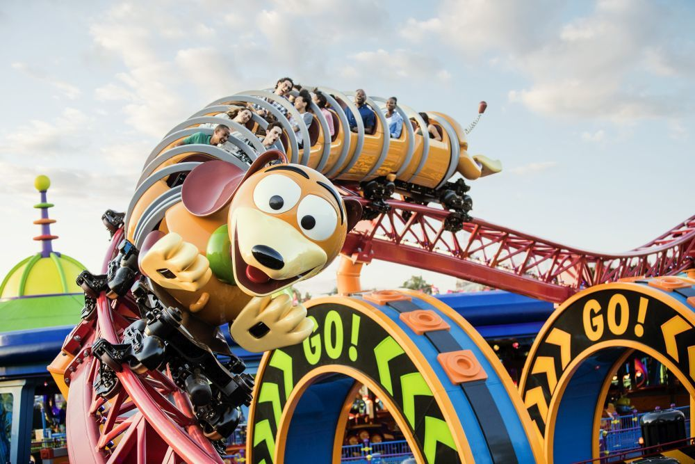 La montaña rusa Slinky Dog Dash de Toy Story.
