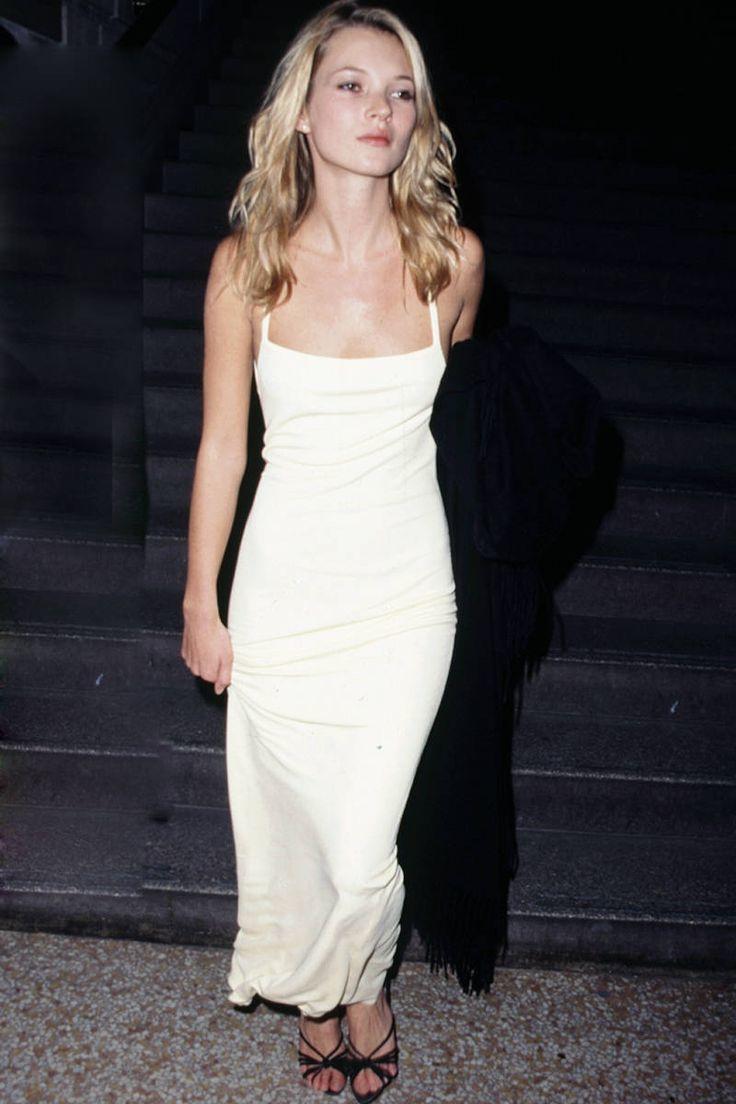 Kate Moss hico del vestido lencero una de las piezas más icónicas de...