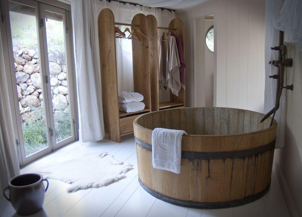 Bañera de madera, una de las opciones de La Donaira.