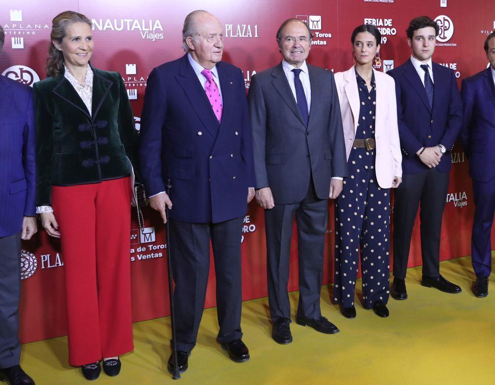 La infanta Elena, el rey Don Juan Carlos, Victoria Federica y Felipe...
