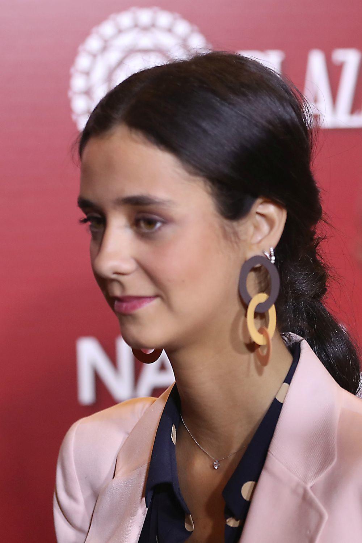 La hija de la infanta Elena completó su look con unos llamativos...
