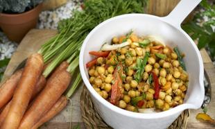 Las legumbres son bajas en grasas y una fuente de fibra, proteínas,...