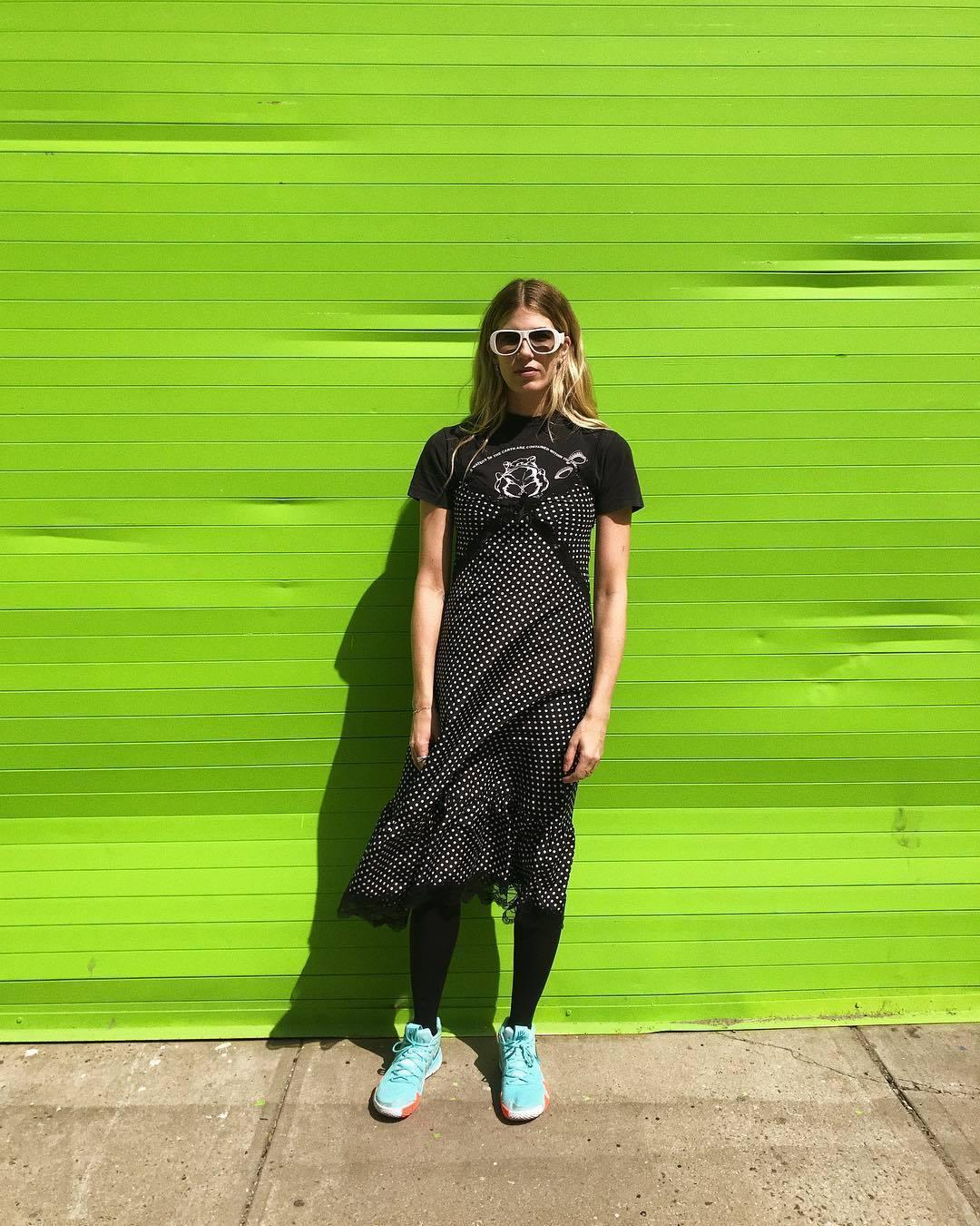 Veronika Heilbrunner con medias y zapatillas.