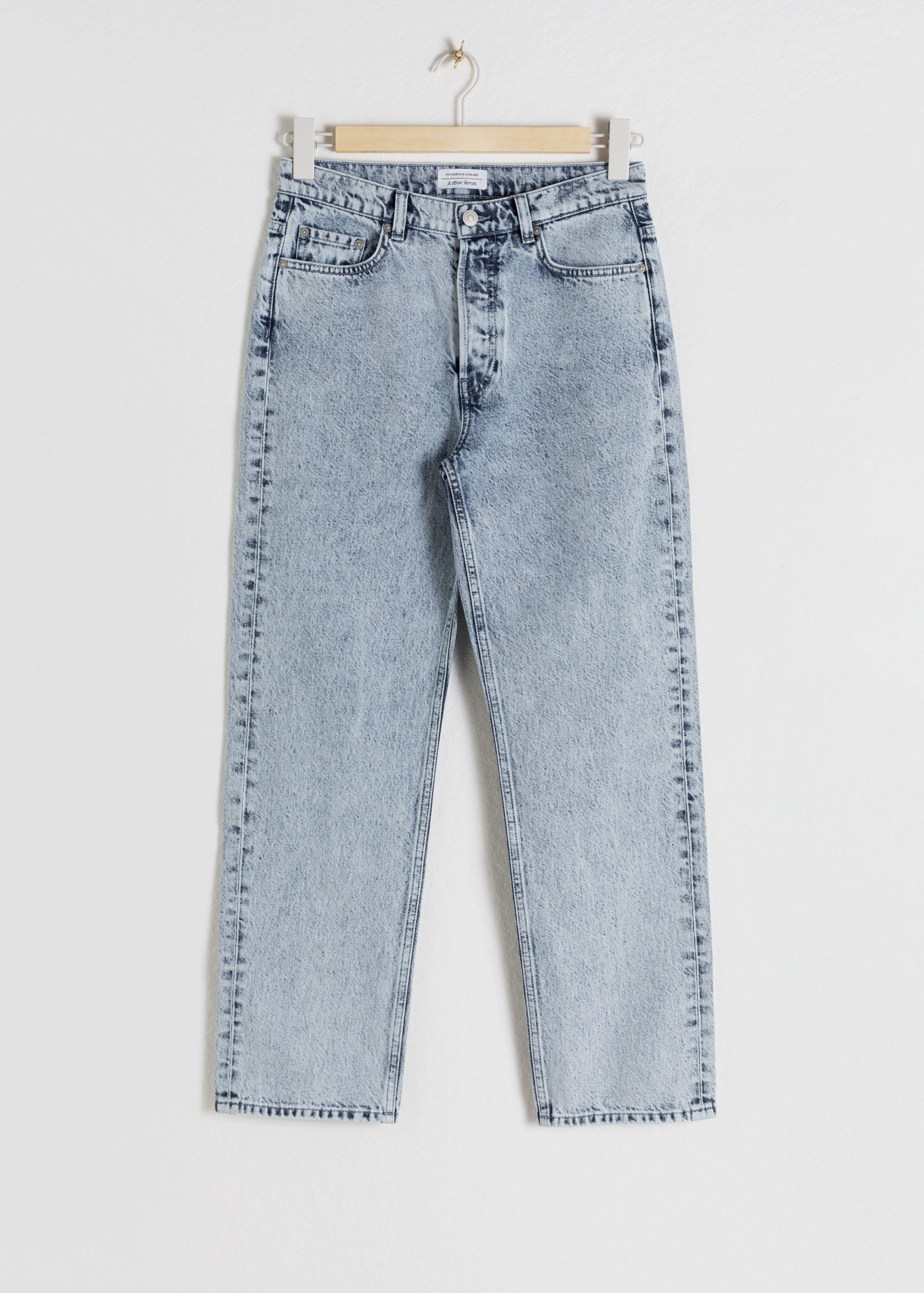 Los jeans de & Other Stories (79 euros).