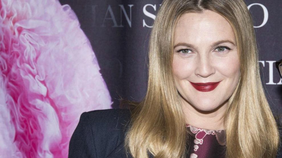 Drew Barrymore ahora luce una piel luminosa y espectacular gracias a...