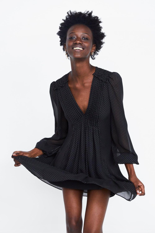 Vestido de lunares, de Zara (17,99 euros)