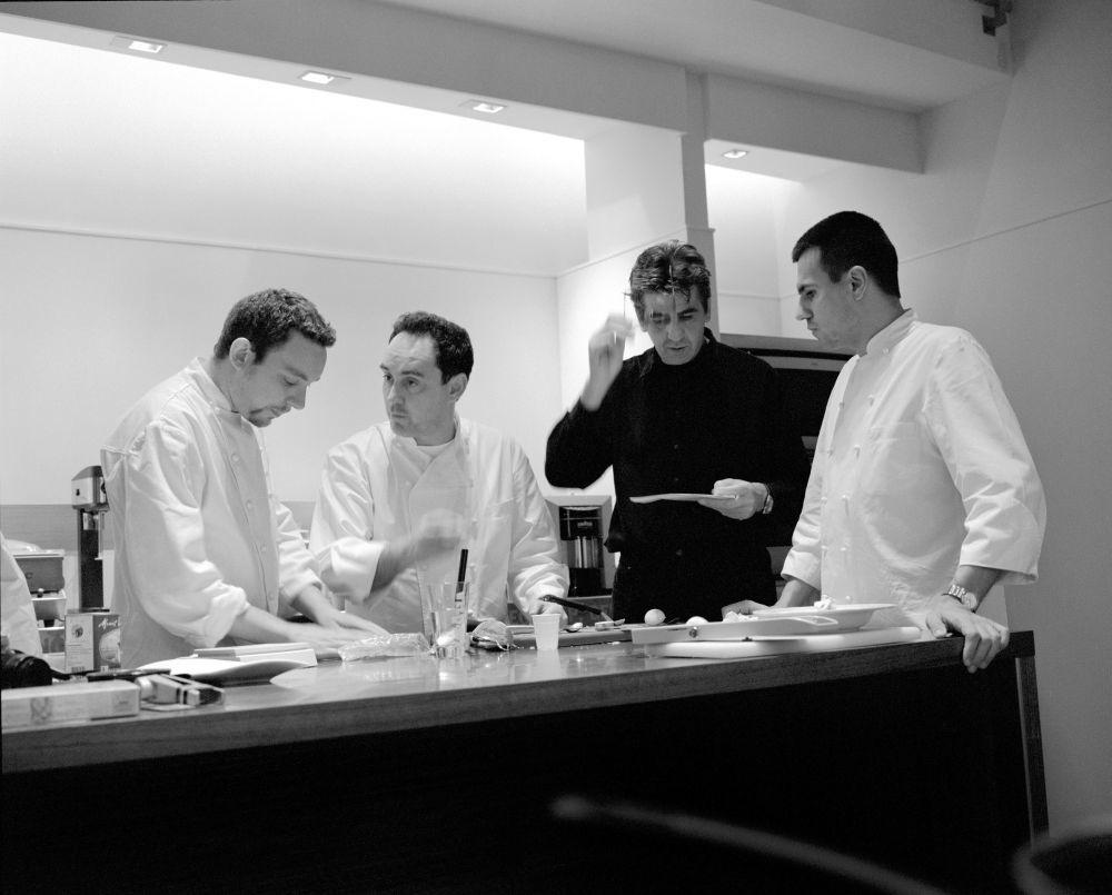 Ferran Adrià en una imagen de archivo junto a parte de su equipo.