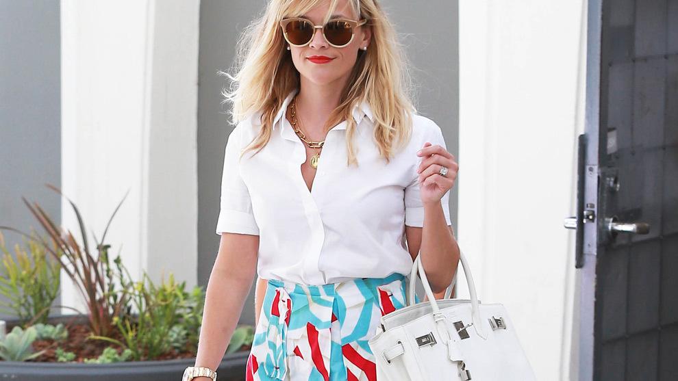Reese Witherspoon con un bolso de Hermès.