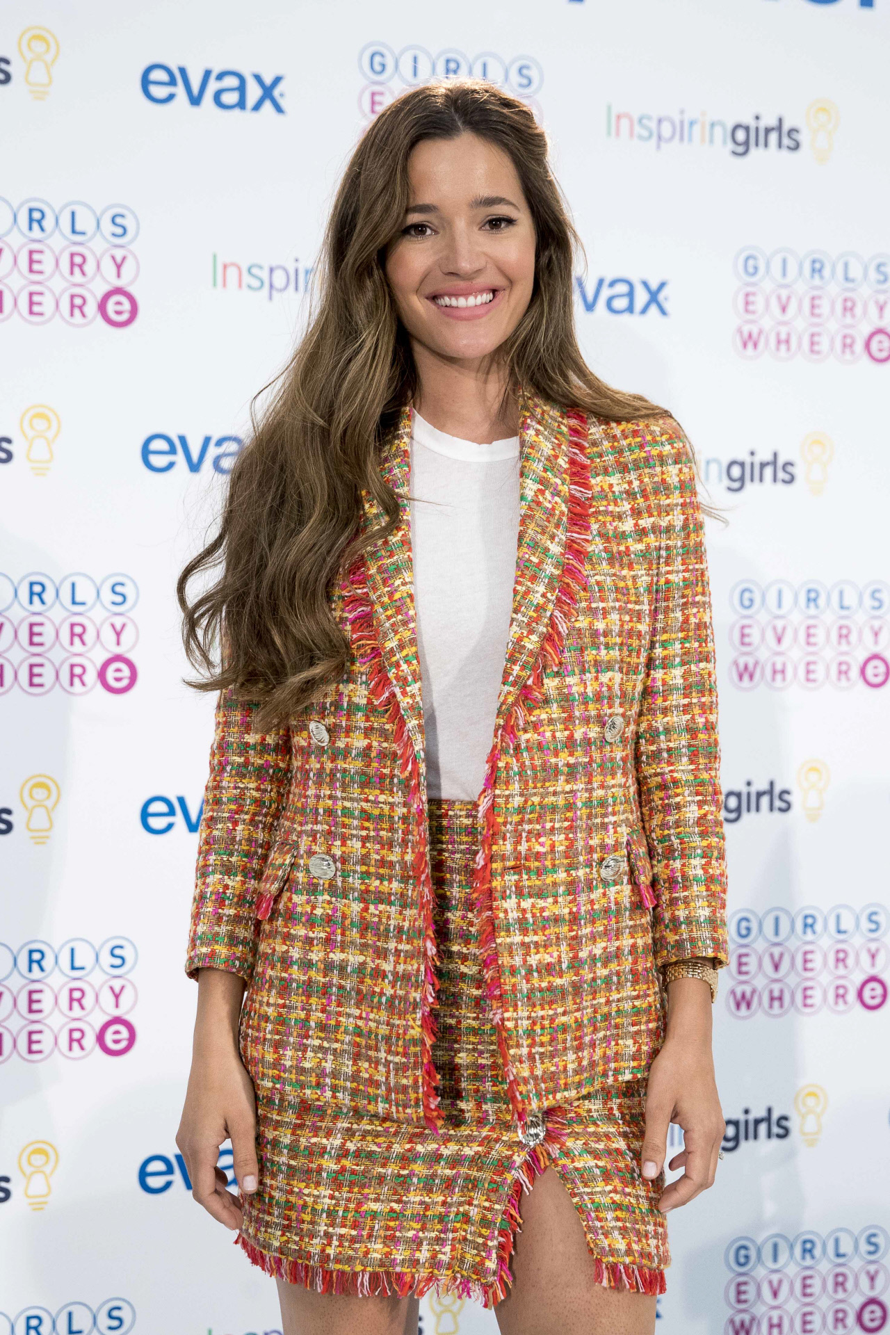 Malena Costa con el traje de tweed de Uterqüe.