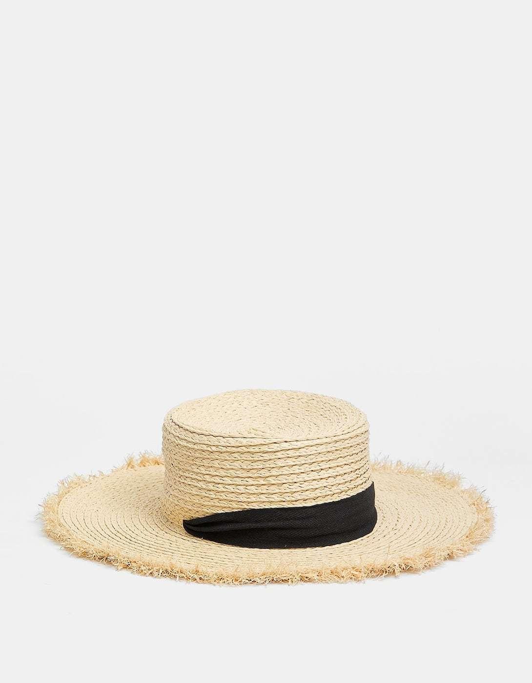 Sombrero de rafia con lazo negro de Stradivarius (12,99¤)