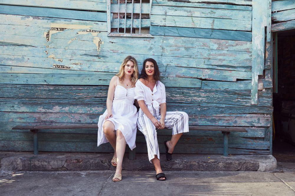 Lorena Durán e Iza Ijerman en una foto de la campaña en Colombia