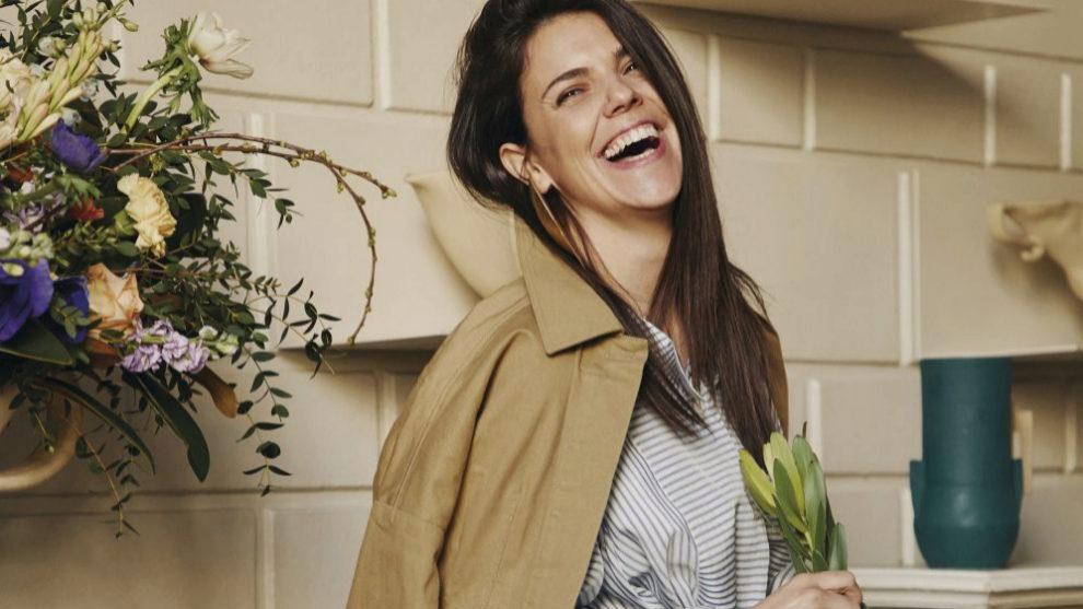 Nuria Cruelles en total look de Loewe, en la floristería que la firma...