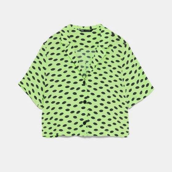 Blusa en corte recto y tonos flúor de Zara
