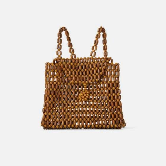 Mochila con detalles artesanales de Zara