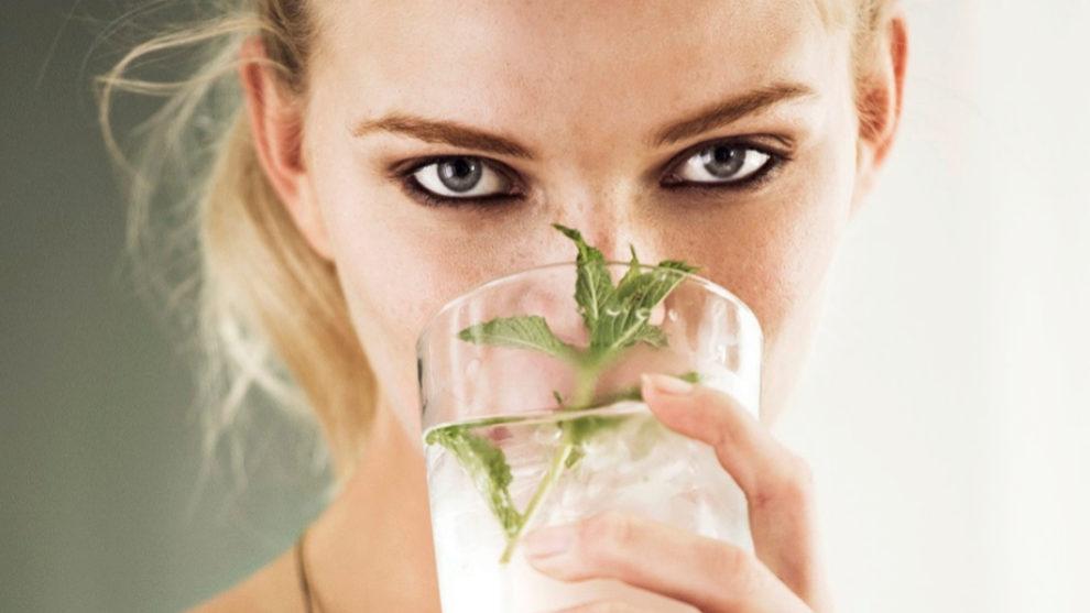Beber mucha agua engorda