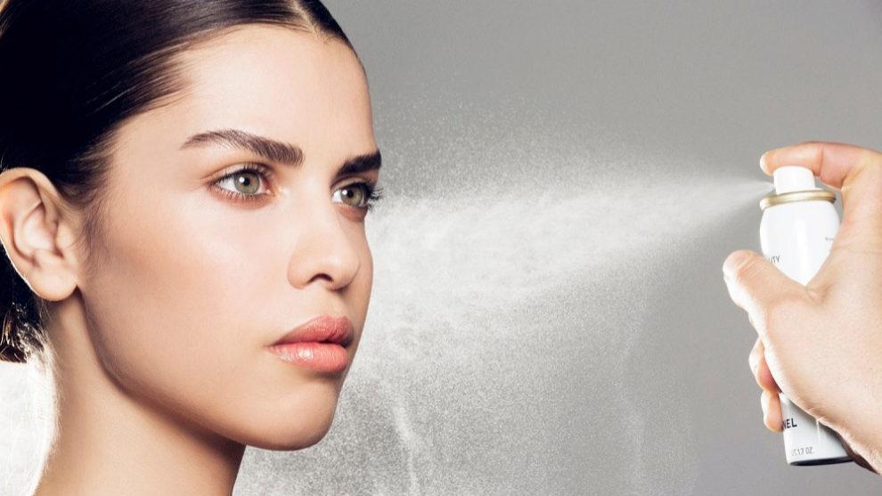 Las brumas faciales hidratan, refrescan, protegen la piel y le aportan...