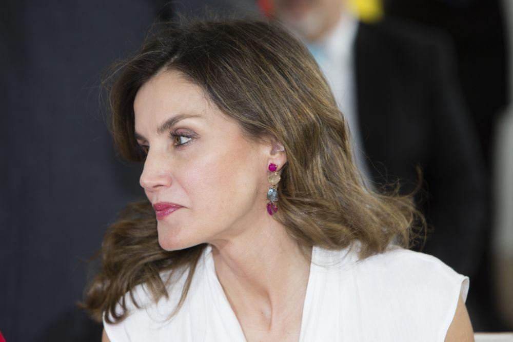 La,Reina Letizia con pendientes de Coolook en su visita oficial a...