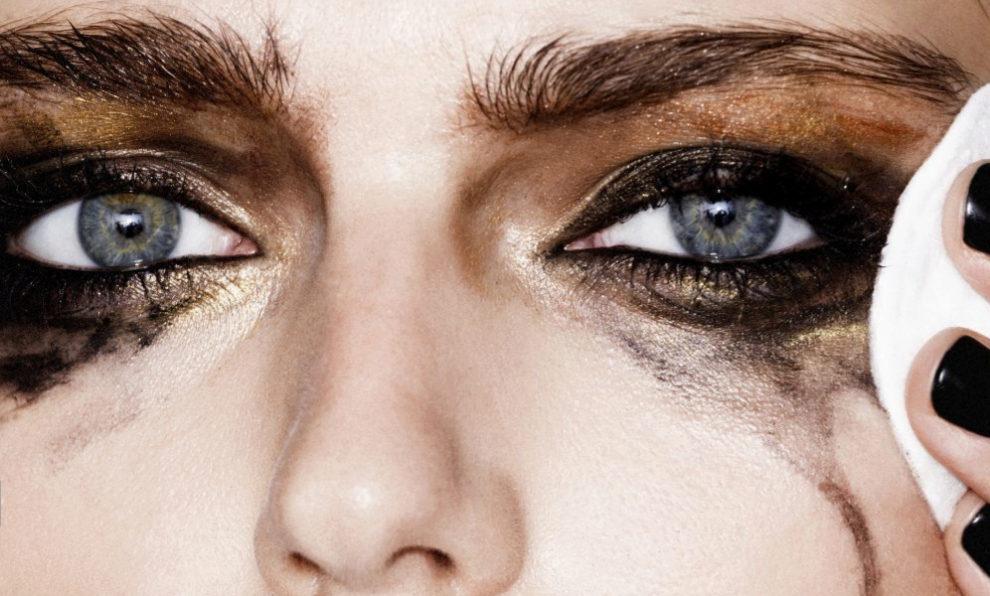 Desmaquillarse los ojos, también es un arte.