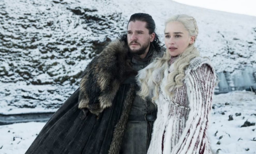 Kit Harington y Emilia Clarke en sus papeles de Jon Nieve y Daenerys...
