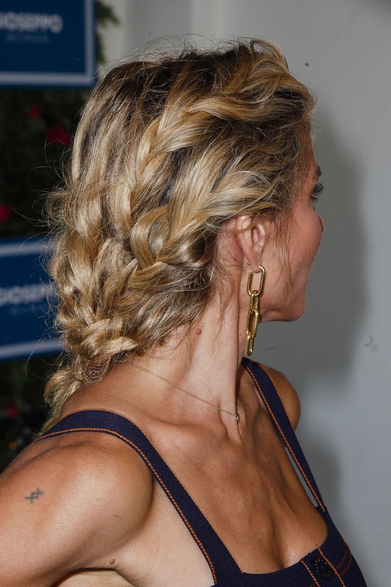 Elsa Pataky con un original peinado con trenzas semideshechas.