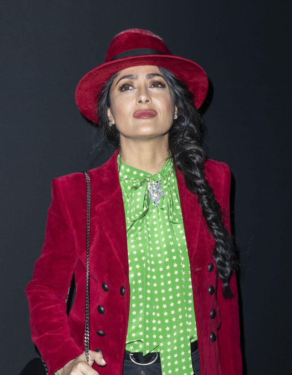 Salma Hayek se atrevió con una trenza ladeado en formato XXL en la...