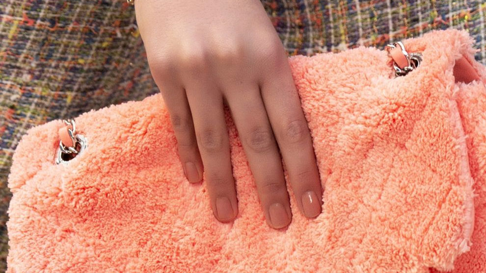 Propuesta de manicura en tonos naranjas coral como dicta el pantone de...