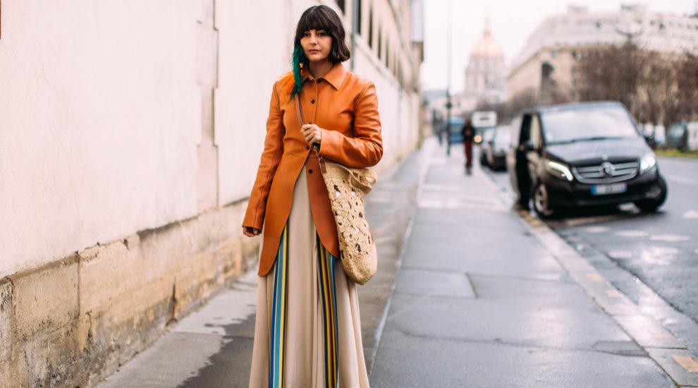 María Bernad en París con vestido largo