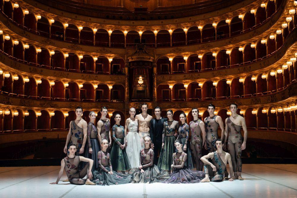 Ballet Nuit Blanche en Roma con diseño de vestuario de la directora...
