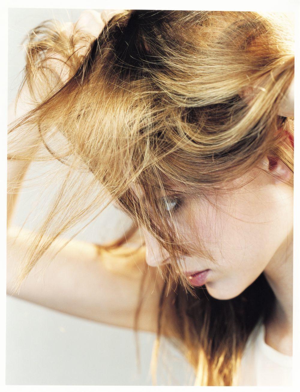 Los tratamientos que han demostrado mayor efectividad contra la alopecia son los fármacos antiandrógenos (dutasterida, finasterida) que se usan vía oral, en forma de microinyecciones o vía tópica, el minoxidil tópico o de forma más reciente en pastillas a dosis bajas, el láser de baja potencia, el plasma rico en plaquetas y microneedling.