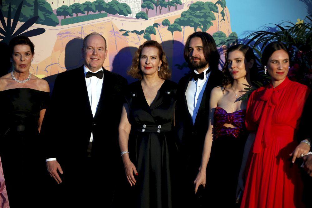 Carolina y Alberto de Mónaco, junto a Carole Bouquet, Dimitri Rassam...