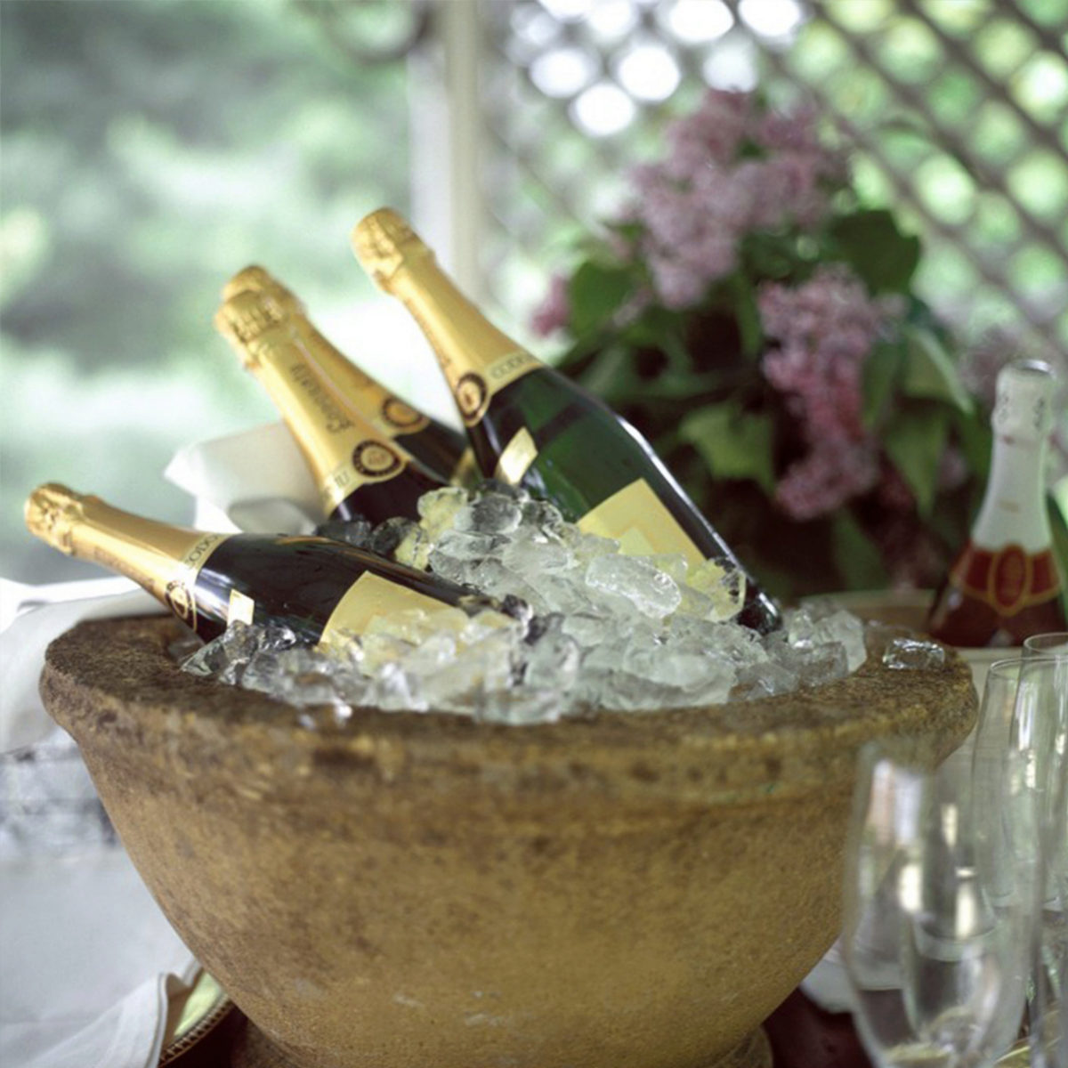 Dejar de tomar alcohol nos ayuda a adelgazar.