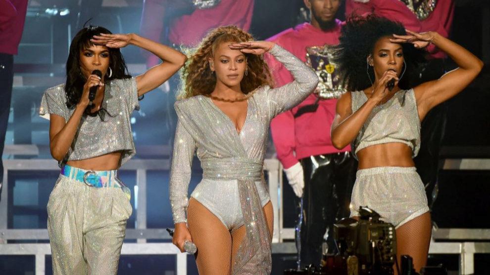 Beyoncé junto a sus bailarinas en Coachella 2018