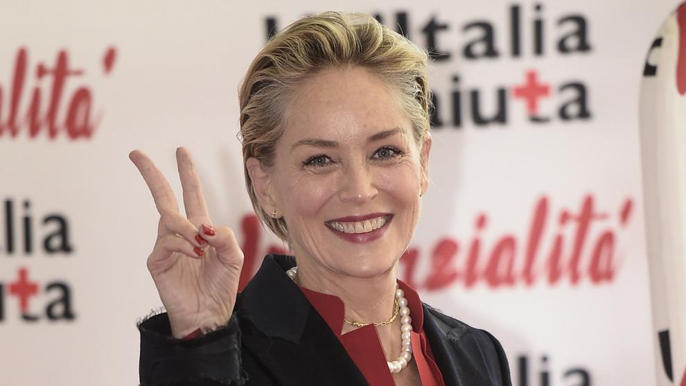 Sharon Stone con un pixie con capas más largas en la zona superior de...